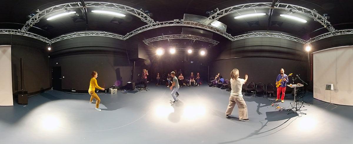 Rennes 2 - Regards croisés - Danse théâtre Live 360° - Une jolie idée - Agence de réalité virtuelle - Production de photo sphérique et de vidéo 360°